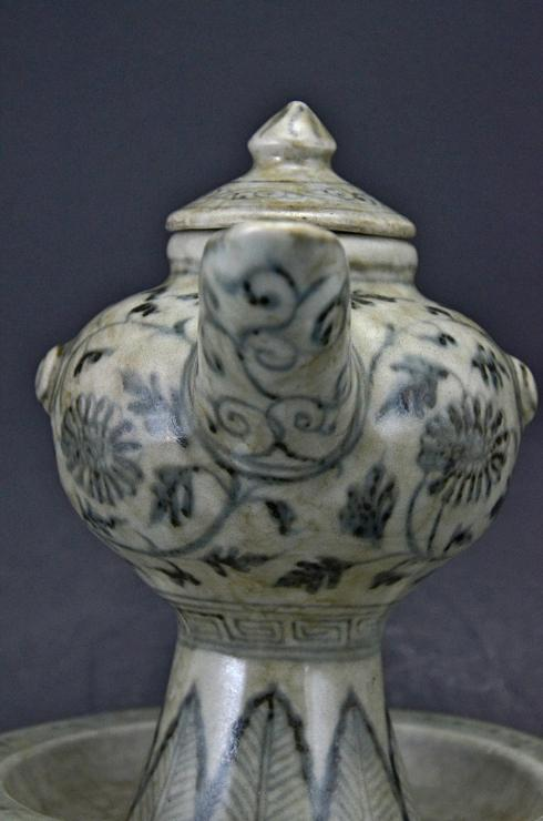 Unique Blue White Ewer and Cover, Early Ming dynasty