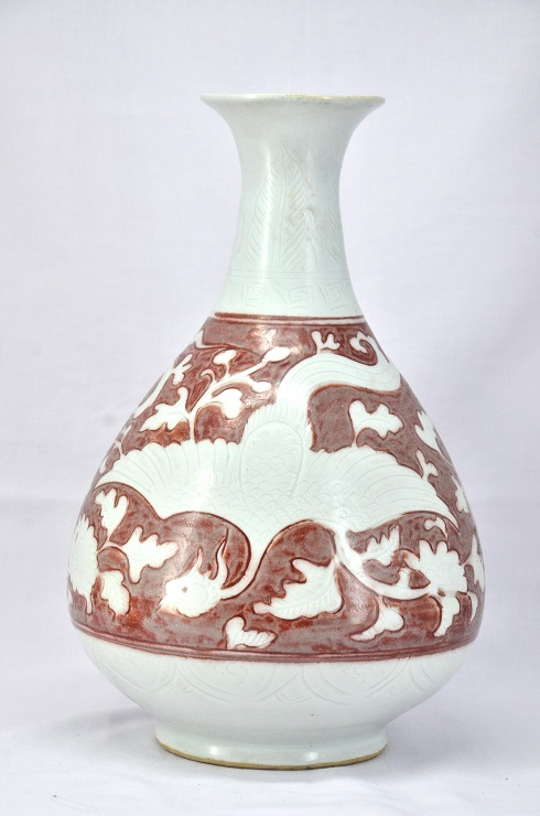 Red and White Vase, Yuan Dinasty