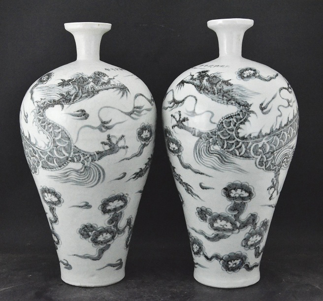 A Pair Dragon Vase