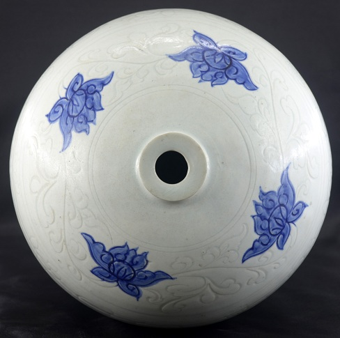 A Rare Blue and White Meiping