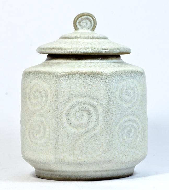 White Octagonal Covered Box, Song Dynasty