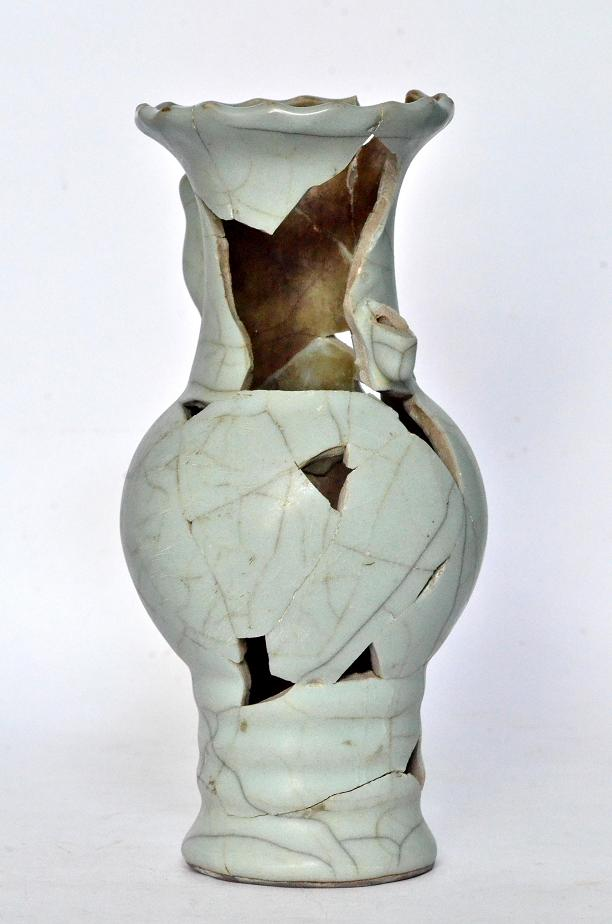 A rare sample Guan Vase, Song Dynasty