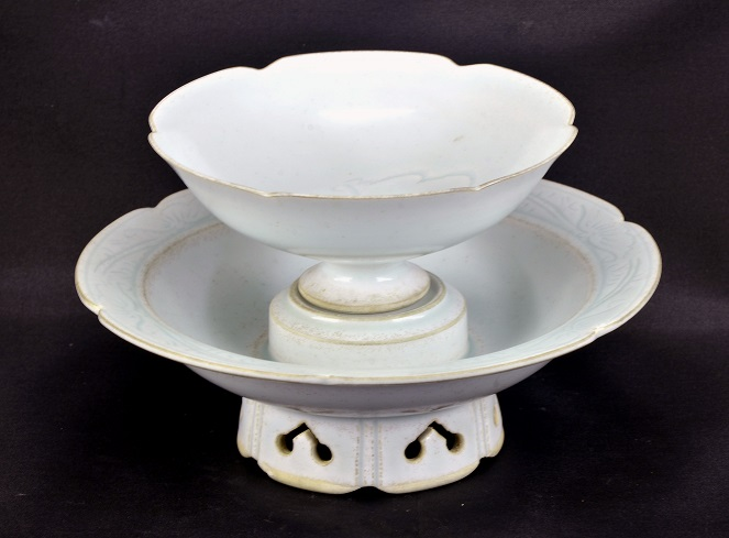 A Qingbai Floral-Lobed Cup Stand